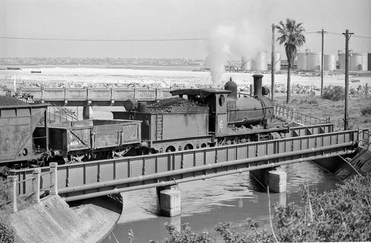 Bunnerong Power Station No 6 is crossing Bunnerong Creek with ash from Bunnerong P Flickr