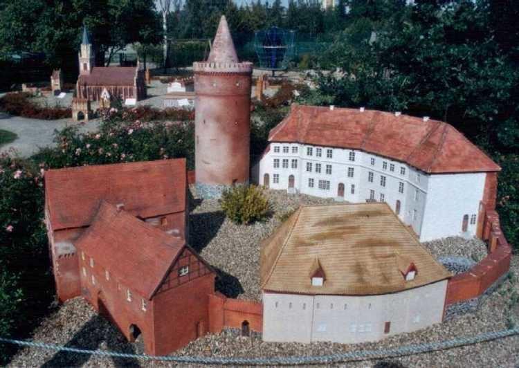Burg Stargard FileBurg StargardModelljpg Wikimedia Commons