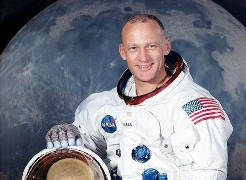 Buzz Aldrin Astronaut Buzz Aldrin Recounts Apollo 11 UFO Encounter