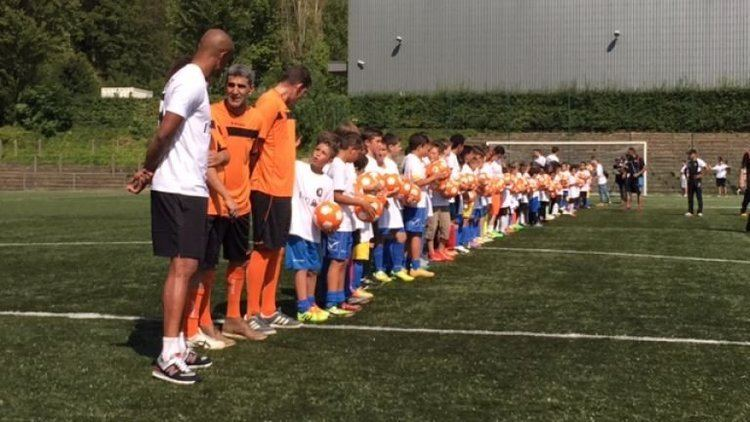 BX Brussels Vincent Kompany takes on 100 kids at his BX Brussels club Football