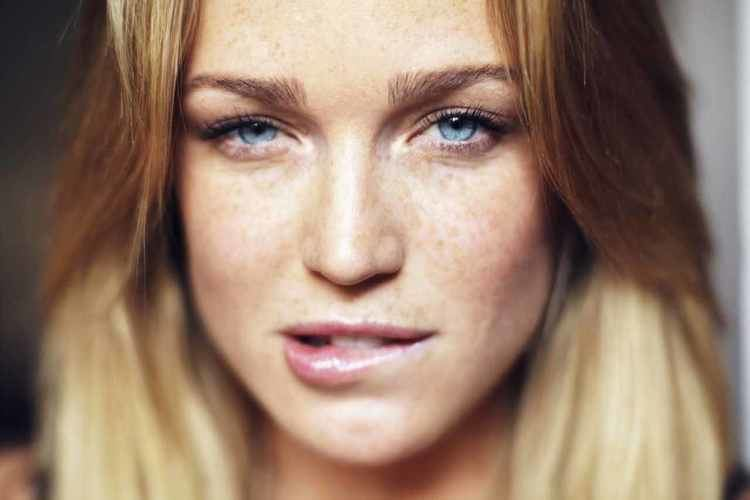 Caity Lotz Caity Lotz and her freckles Celebs