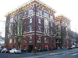 Campbell Hotel httpsuploadwikimediaorgwikipediacommonsthu