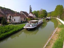 Canal de Bourgogne wwweuropeanwaterwayseuweimagesinfofrankreic