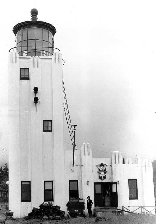 Cape Hinchinbrook Light httpsuploadwikimediaorgwikipediacommons00
