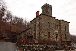 Carbon County Jail httpsuploadwikimediaorgwikipediacommonsthu