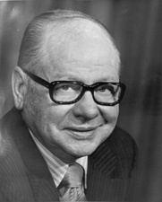 Carl Curtis httpsuploadwikimediaorgwikipediacommons22