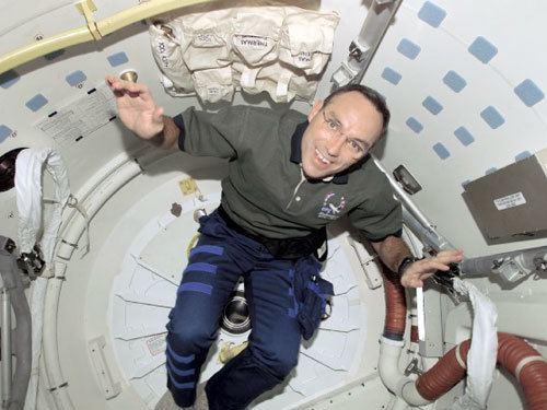 Carl E. Walz Astronaut Carl Walz leaves NASA collectSPACE Messages