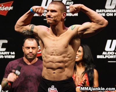 Carlo Prater UFC 142 results Carlo Prater earns controversial DQ win over Erick