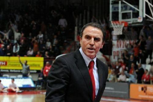 Carlo Recalcati New Basket Brindisi Il coach avversario Carlo Recalcati