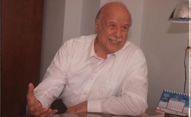 Carlos Maggi El Poder Ejecutivo tributa honores fnebres a Carlos Maggi