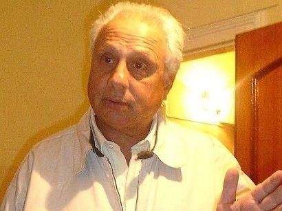 Carlos Santander FOTO CARLOS SANTANDER EN CASA DE FRENTE CAMPERA BLANCA RIOJA POLITICA