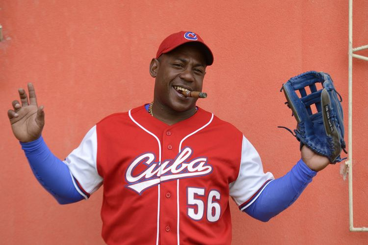 Carlos Tabares Carlos Tabares baseball player and cigar lover Cigars Connect