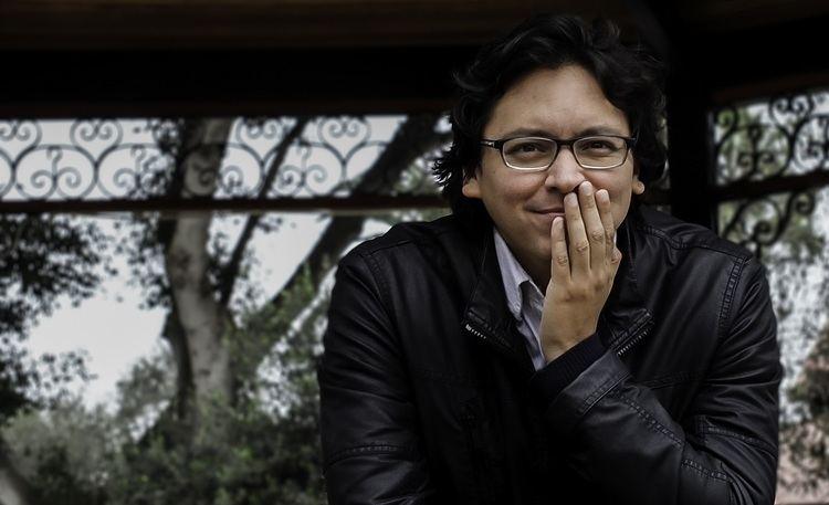 Carlos Yushimito Carlos Yushimito presenta su libro Rizoma en la librera