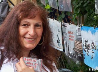 Carmen-Francesca Banciu Schreiben am Checkpoint Charlie Geschichte DWCOM