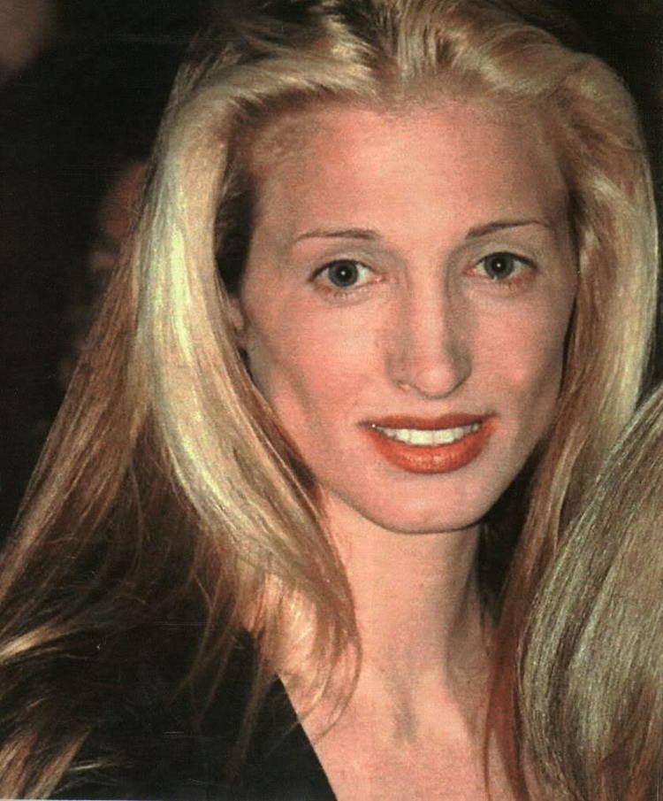 Carolyn Bessette-Kennedy Lily Lemontree STYLE ICON Carolyn Bessette Kennedy