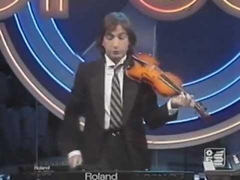 Carrara (singer) httpsiytimgcomvig3WkHdQUuiUhqdefaultjpg