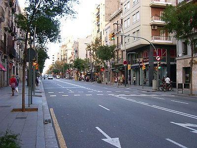 Carrer de Sants, Barcelona wwwquenosvamoscomimagesespanabarcelonacompra