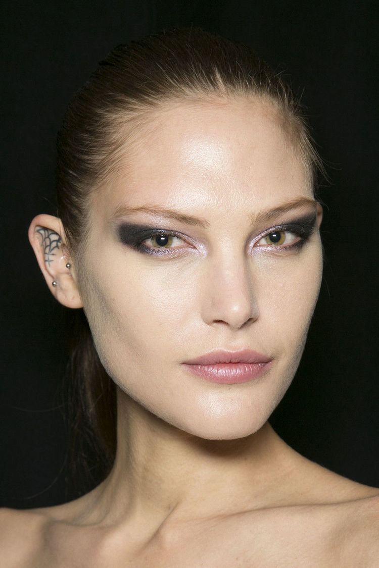 Catherine McNeil Classify model Catherine McNeil