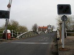 Cawood Bridge httpsuploadwikimediaorgwikipediacommonsthu