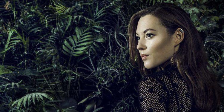 Celine Cairo Celine Cairo Crowdfunding Her Very First Full Album Free Fall