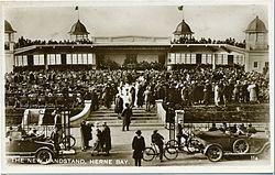 Central Bandstand, Herne Bay httpsuploadwikimediaorgwikipediacommonsthu