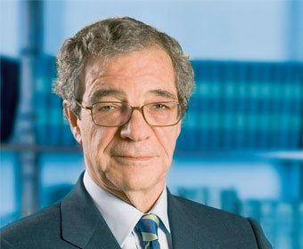 Cesar Alierta Csar Alierta Izuel chairman Telefnica Telecomscom