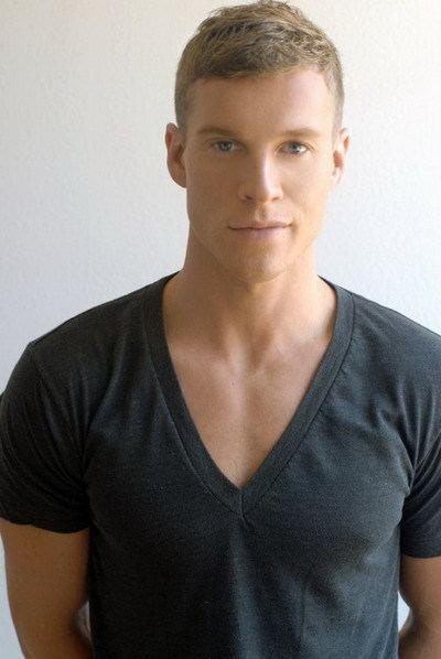 michael collins actor - 400×598