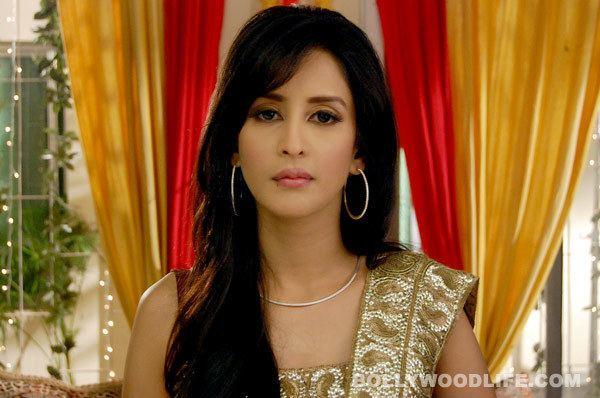 Chahat Khanna BADE ACCHE LAGTE HAIN Chahat Khanna quits the show