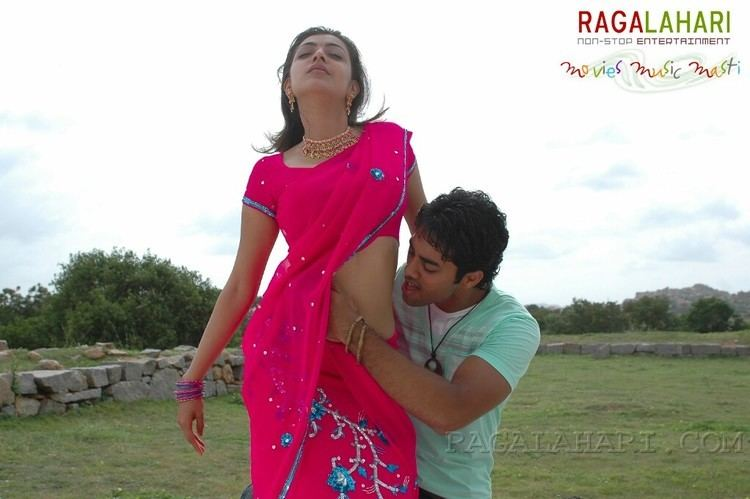 Chandamama (2007 film) movie scenes South Indian actress Kajal Agarwal hot navel kiss photos from Telugu movie Chandamama