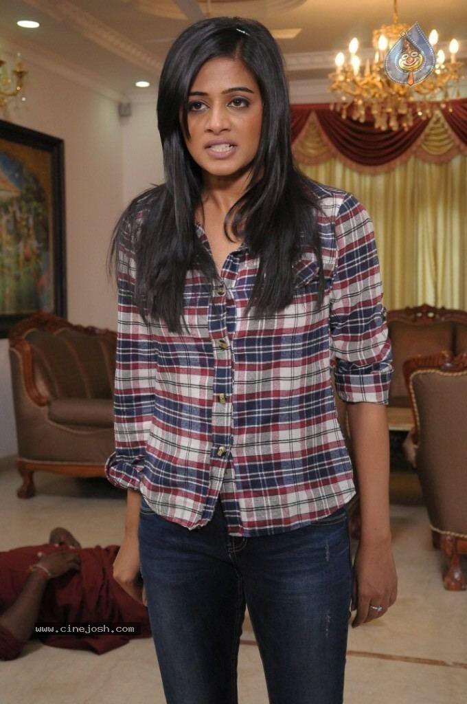 Chandee Chandee Movie Stills Photo 5 of 9