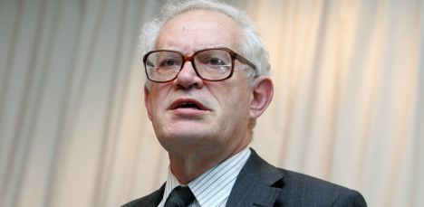 Charles Goodhart Expert Latvia more successful in economic growth recovery