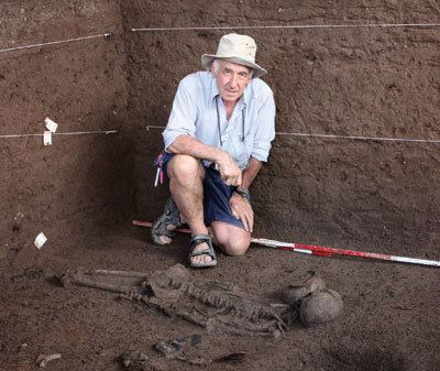 Charles Higham (archaeologist) Charles Higham New finds with an old very special trowel