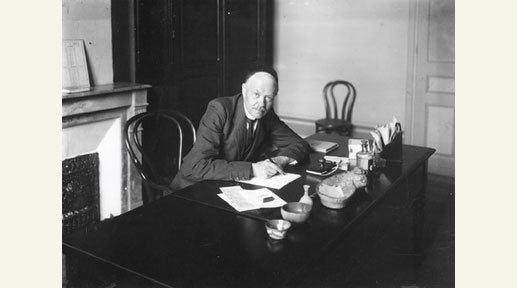 Charles Nicolle FileCharles Nicolle dans son bureau l39Institut Pasteur