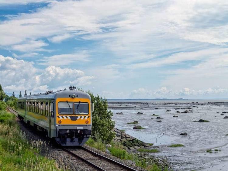 Charlevoix tourist train httpswwwquebecoriginalcomenlistingimages8
