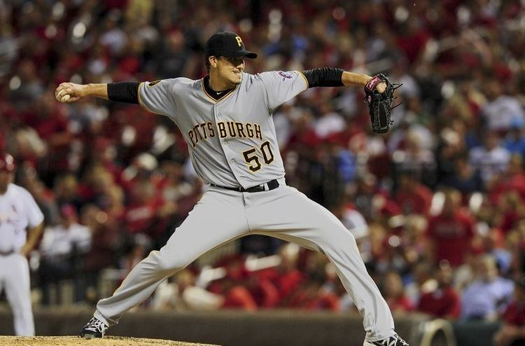 Charlie Morton (pitcher) Pirates Lose as Charlie Morton outduels Adam Wainwright
