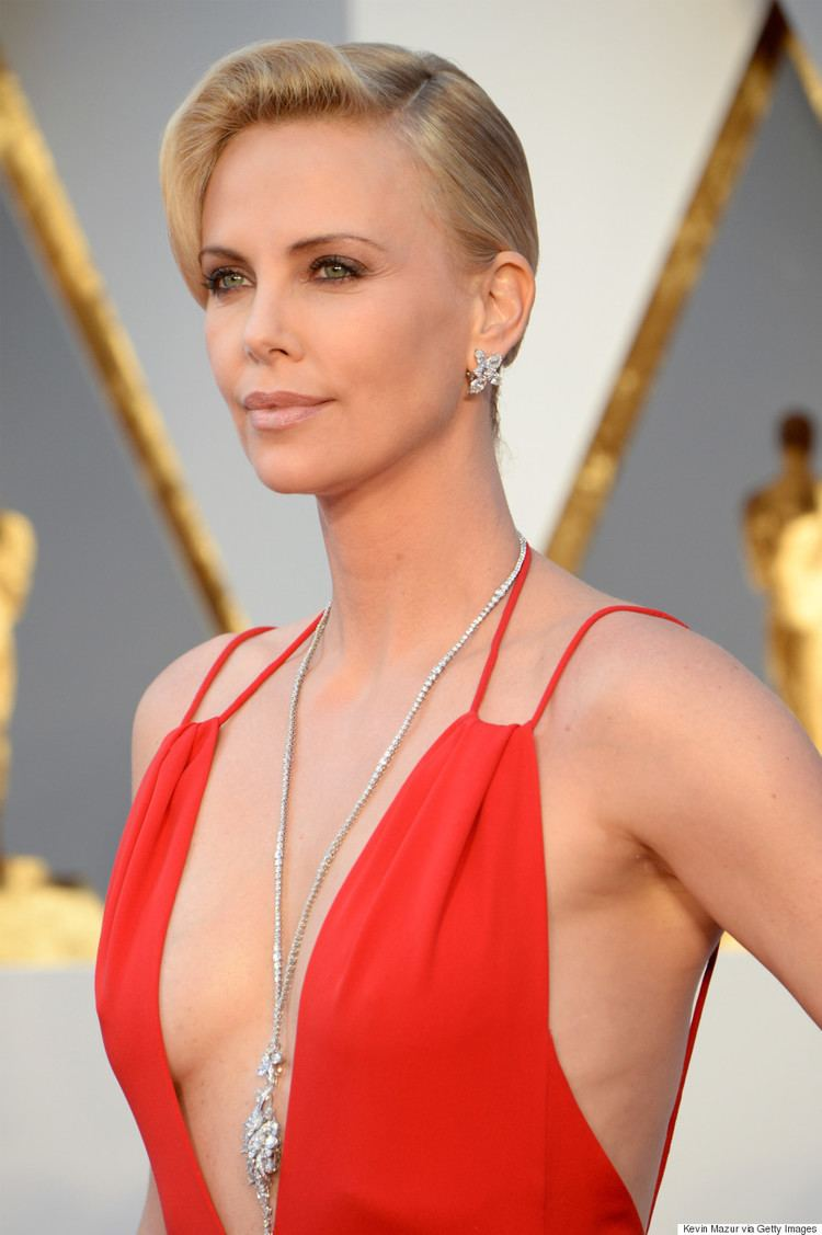 Charlize Theron Charlize Theron39s Oscars 2016 Gown Is Red Hot