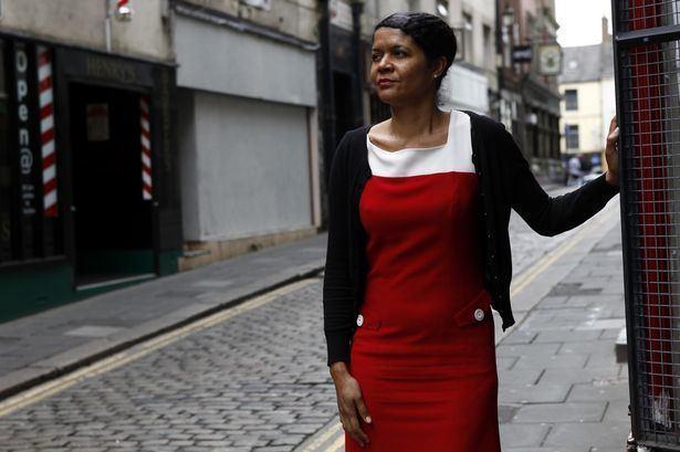 Chi Onwurah MP Chi Onwurah wins an award for her dedication to science