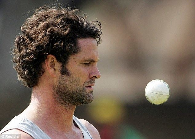 Chris Cairns (Cricketer) playing cricket