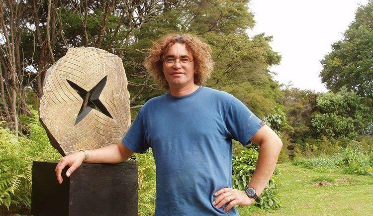 Chris Charteris CHRIS CHARTERIS TAUTAI GUIDING PACIFIC ARTSTAUTAI GUIDING