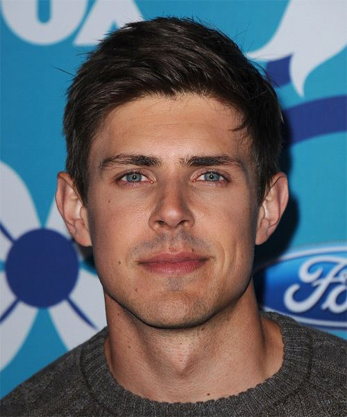 Chris Lowell Chris Lowell Hairstyles Celebrity Hairstyles by
