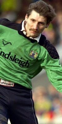 Chris Pearce (footballer) picturesfootymadnetupload1043404973jpg