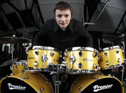 Chris Sharrock Noel39s doublewhammy of new Oasis drummer MusicRadar