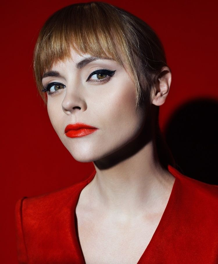 Christina Ricci Christina Ricci Stuns in All Red Styles for S Moda Cover Story