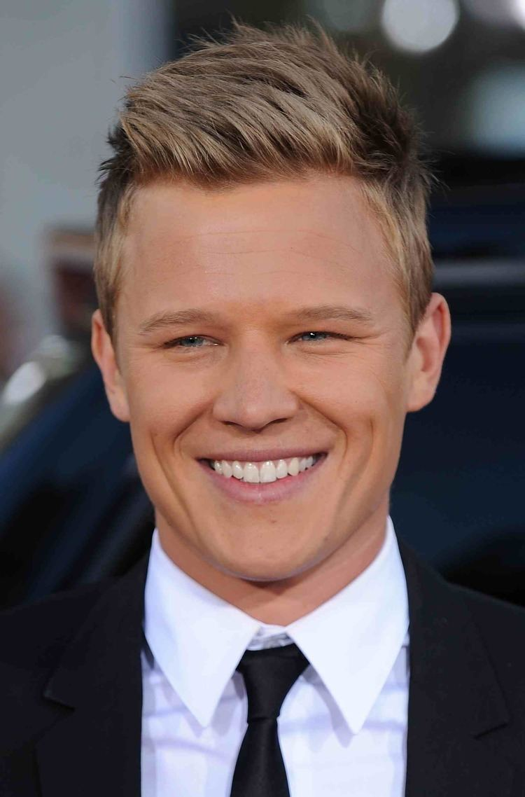 Christopher Egan Ashley Tisdale To Star In CBS Comedy Pilot Chris Egan In