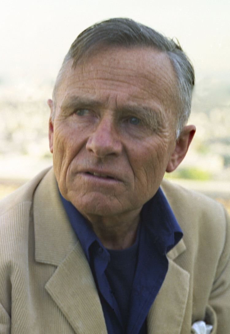 Christopher Isherwood FileChristopher Isherwood 3 Allan Warenjpg Wikimedia