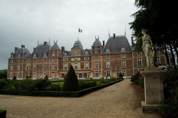 Château d'Eu Panoramio Photo of Eu Chteau d39Eu Roseraie Castle Garden