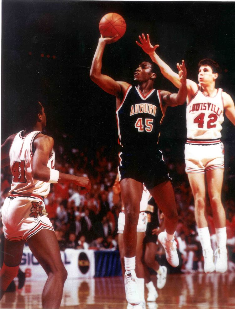Chuck Person Basketball Great Chuck Person Earns Bachelors Degree From United