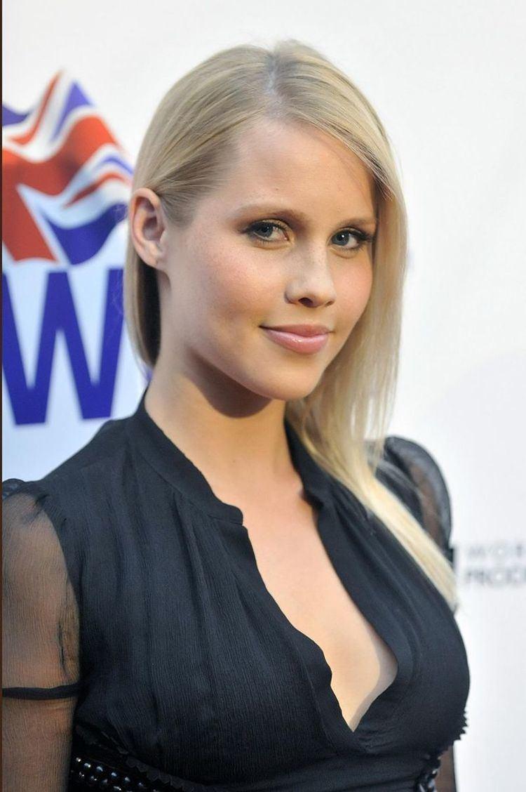Claire Holt 2007