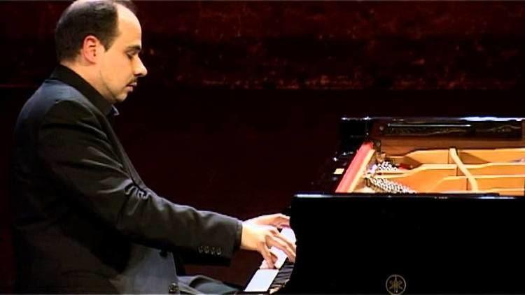 Claudio Martínez Mehner Claudio MartinezMehner plays G Ligeti Quatre Etudes YouTube