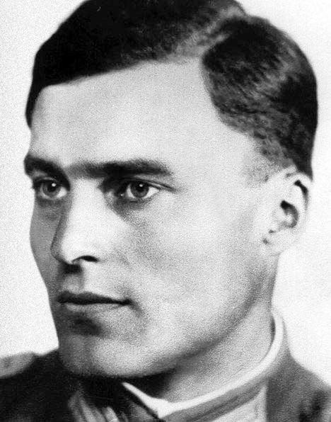 Claus von Stauffenberg httpsuploadwikimediaorgwikipediacommons55